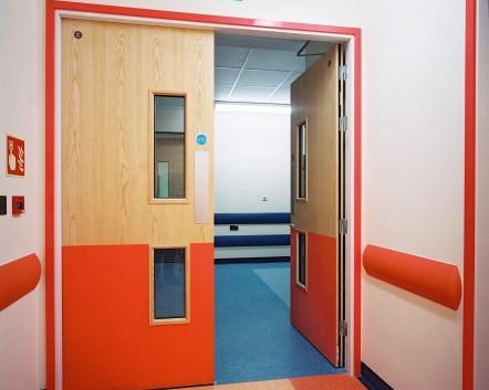 Protections portes et mains courantes