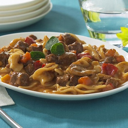 HIGH PROTEIN BEEF STROGANOFF WITH NOODLES ($3.89/svg)