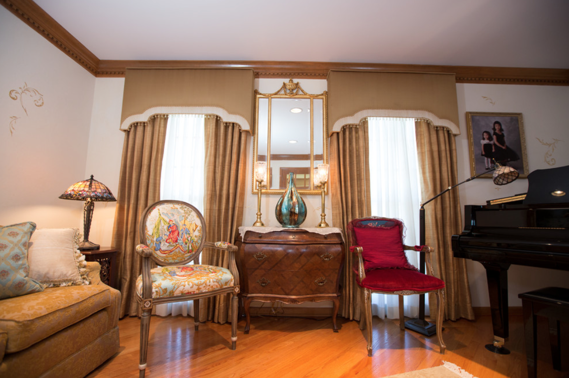 Woodridge Traditional Grand Room