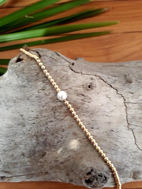 Bracelet chaine boule en plaqué or avec perle d'eau douce.