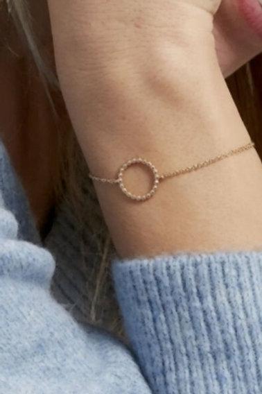 Bracelet fin en Plaqué Or avec cercle ajouré effet perle