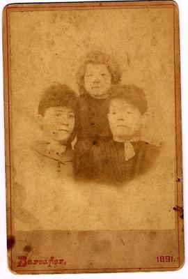 3 sisters Anna Alice and Sarah Amanda Ha