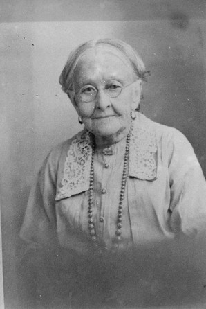 Laura c 1932[22339].jpg