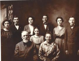 Burns Family 1915.jpg