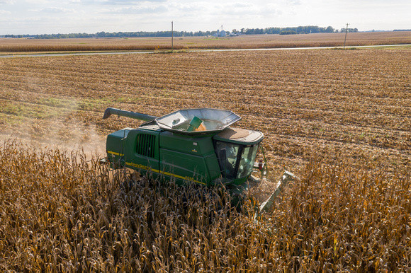 Image of combine harvesting grain.  Image by Edwin Remsberg