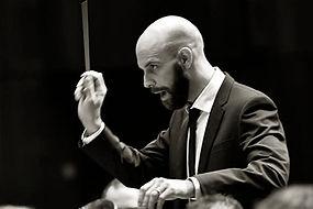 dirigent_romancaprez.jpg