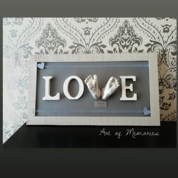 Love Abdruck, mit silber lackierten Babyfussabdrücken in 3D