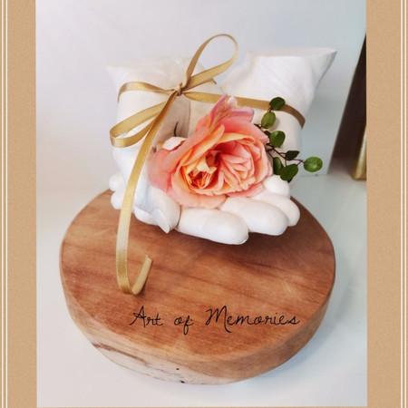 Partnerabdruck in 3D, perlmutt  auf einem Holzsockel mit Füssen