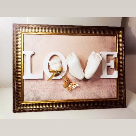 Love Abdruck mit Händchen und Füsschenabdruck in 3D goldener Rahmen