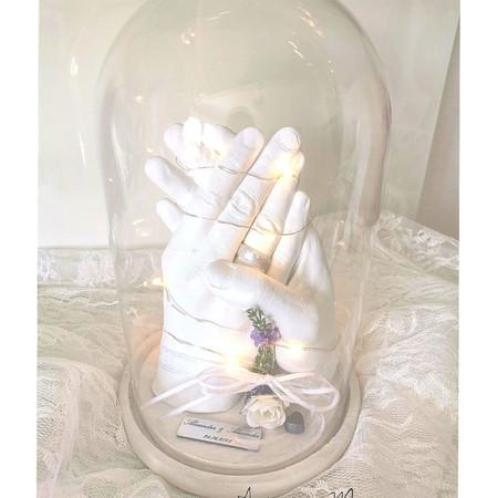 Partnerabdruck in perlmutt unter einer Glasglocke
