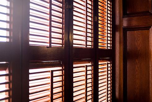 plantation shutters bend.jpg