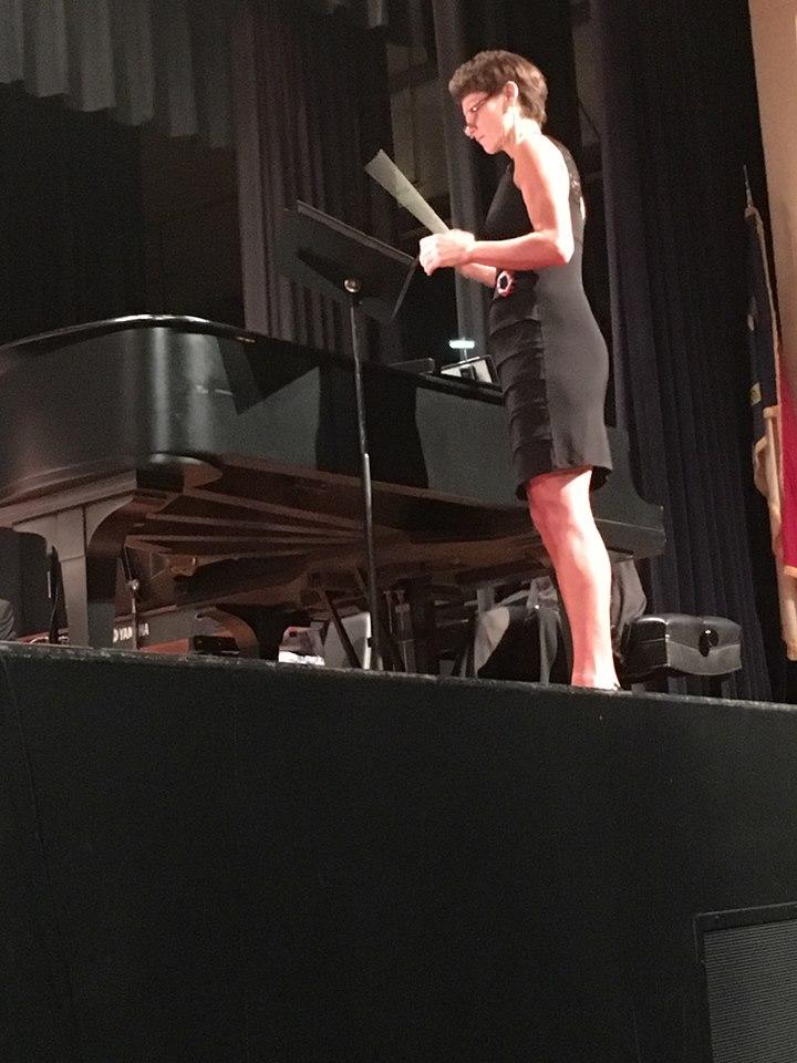 Liz conductin Les Miz