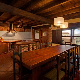 Casa-rural-Llanes-comedor-cocina-2.jpg