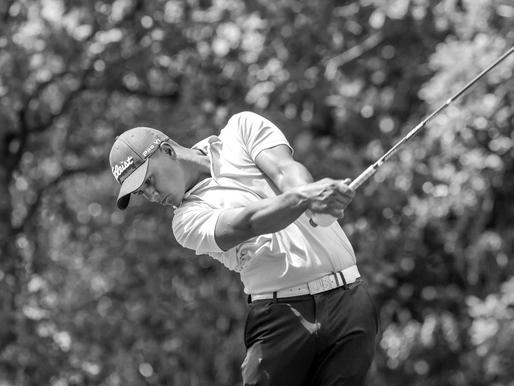 Professioneel golfer Mike Toorop slaat zijn slag in de Pro Golf Tour