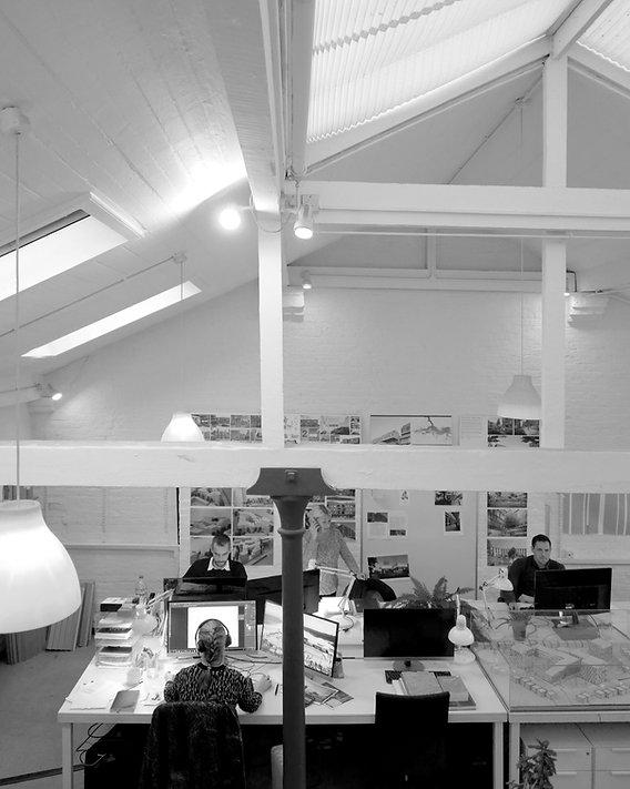 S333 Studio Photo Balcony 02.jpg