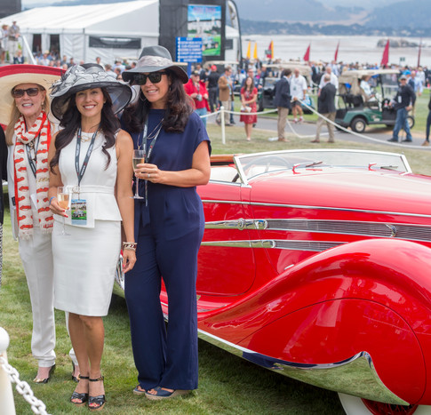 Anne Brockinton Lee perfectly coordinated with her sumptuous Delahaye in her NK scarf at Pebble Beach 2015