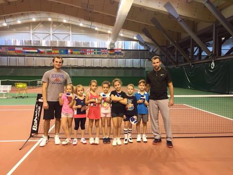 Первый теннисный турнир (видео)