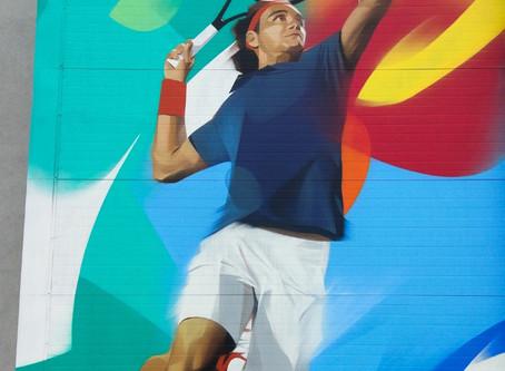 Рязанский граффитист Александр Дёмкин нарисовал теннисиста на фасаде академии