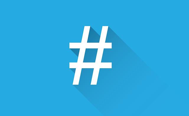 Hashtag em fundo azul claro