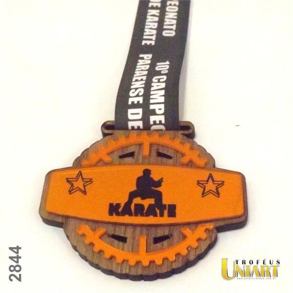 Medalha de MDF encapado, com acrílico espelho e fita personalizada
