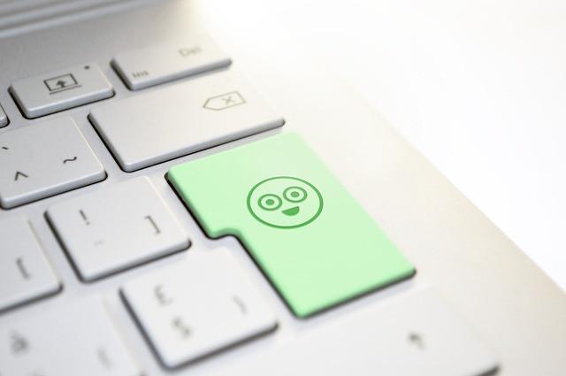 Tecla verde com emoji sorrindo