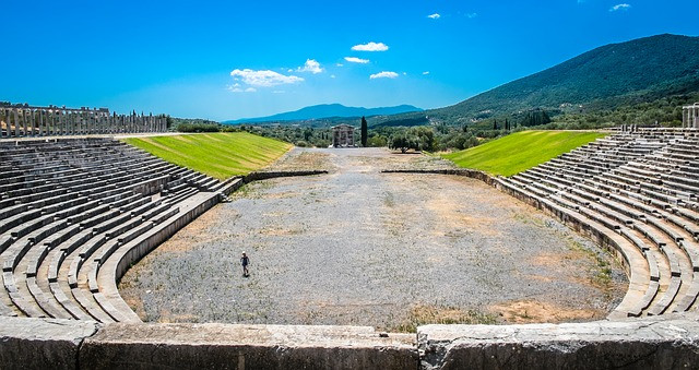 Estádio vazio e antigo