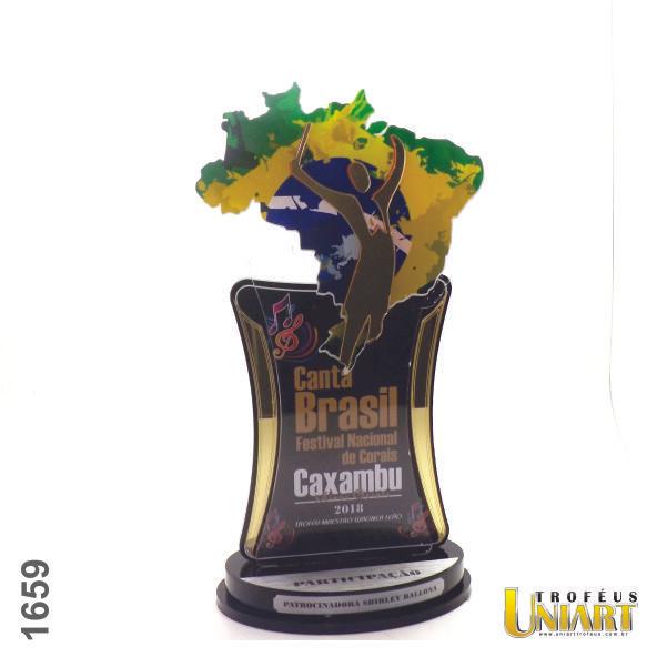 Troféu de acrílico cristal, com detalhes em acrílico espelho ouro e formato do mapa do brasil em acrílico transparente adesivado