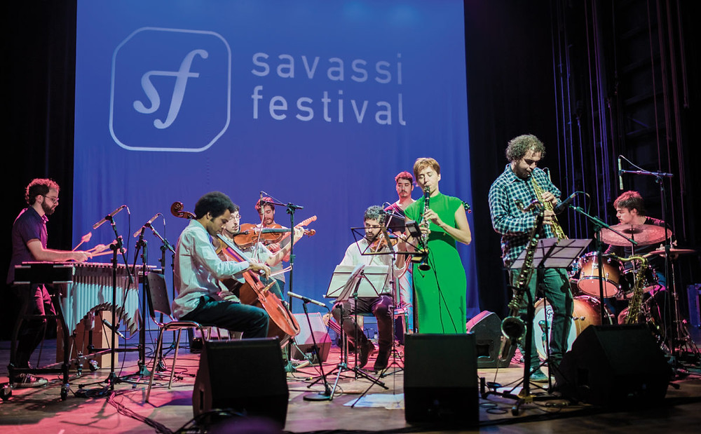 Show de uma banda durante o Savassi Festival