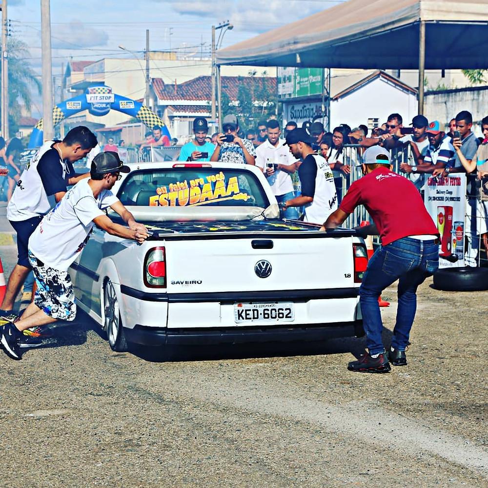 Evento de carros rebaixados e som automotivo organizado pelo Celino