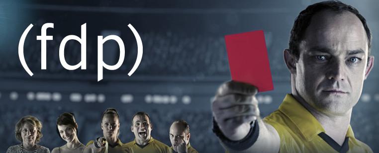 Capa série - Árbitro a frente com cartão vermelho e personagens ao fundo dentro do estádio