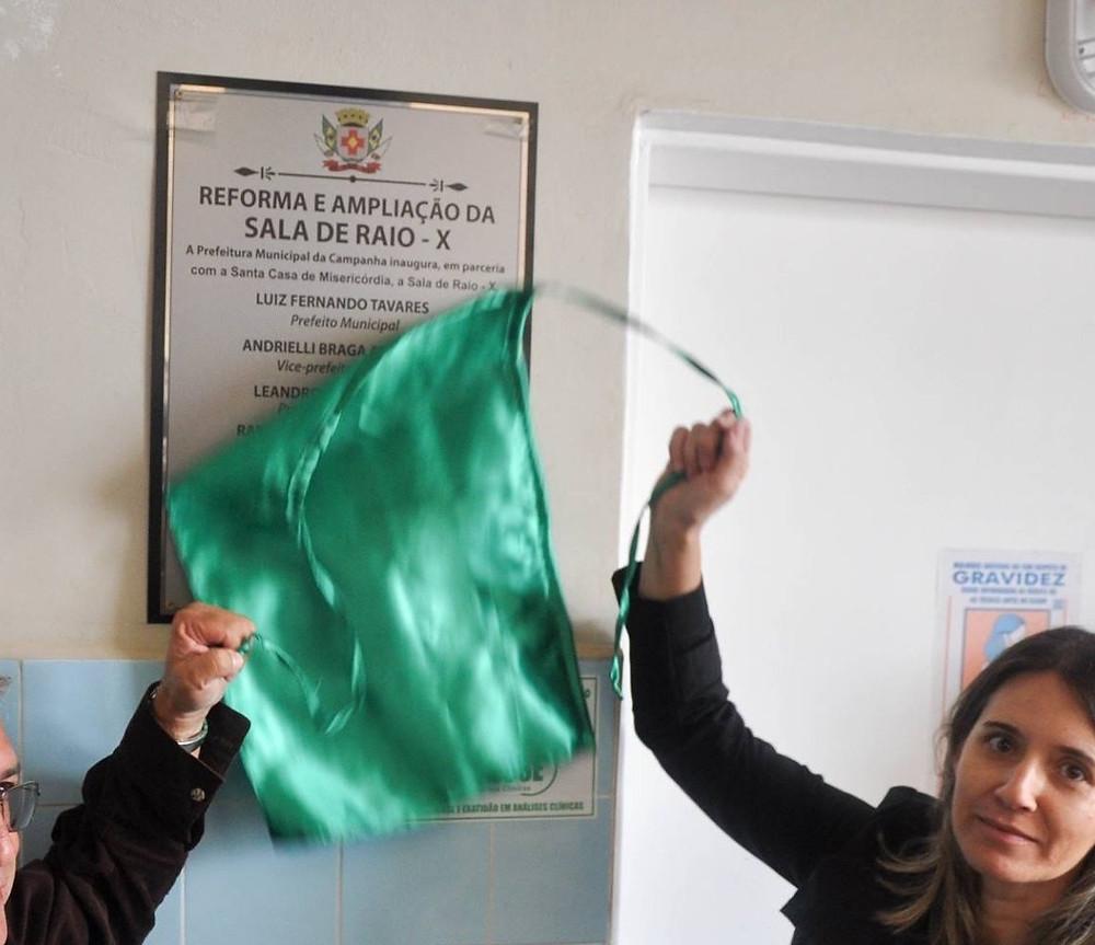 Placa de reforma na sala de Raio-X em Campanha/MG | Momento da inauguração