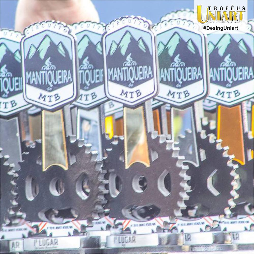 Troféus de MTB com acrílico e corte em forma de coroa da bicicleta