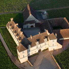 Push open the doors of the Château du  Clos de Vougeot!