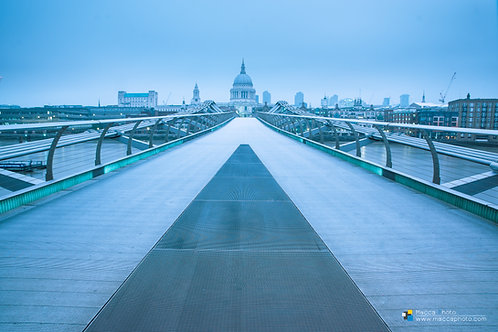 London - Millenium Bridge - St Pauls