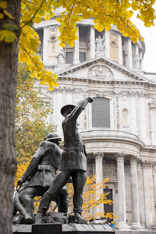 London - St Pauls - Statue