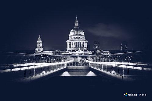 London - St Pauls - B&W