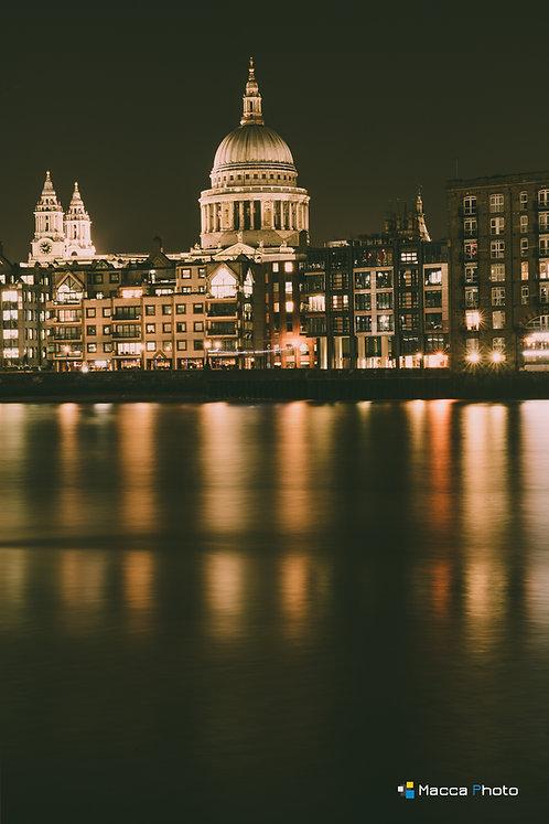 London - St Pauls - Colour Reflection