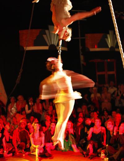 Twenties twin-bar trapeze