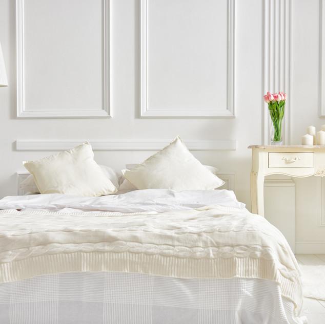 elegant-classic-bedroom-P38ZTAB.jpg