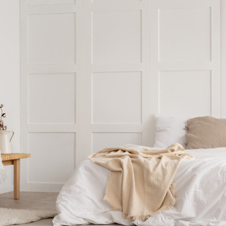 white-simple-bedroom-design-with-mirror-
