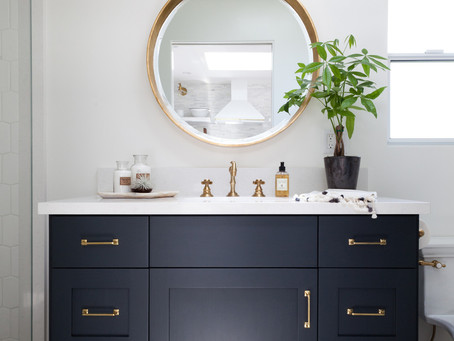 Look of the Day: A Clean and Simple, Navy Accented Bathroom