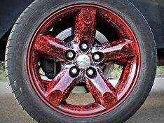 Felge rot-schwarz-weiß