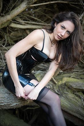 Quinn Livid- Garter