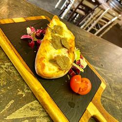 Crostone al pecorino e tartufo.jpg