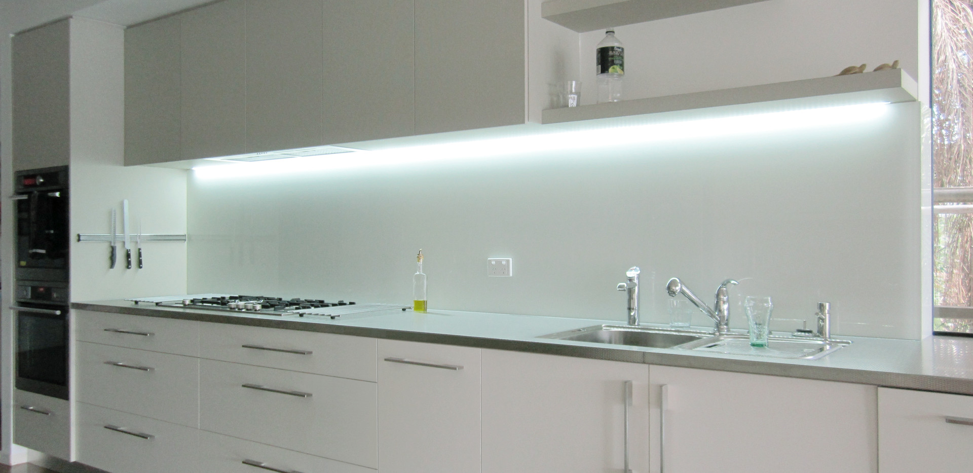 Vivid White-Kitchen.jpg