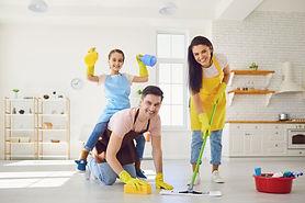 limpiar-casa-shutterstock_1677329623.jpg