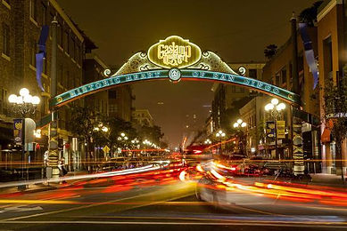 the-gaslamp-quarter-in-downtown-san-dieg
