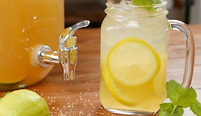 Mojito-Eistee mit Ingwer und Zitrone (kinderfreundlich)