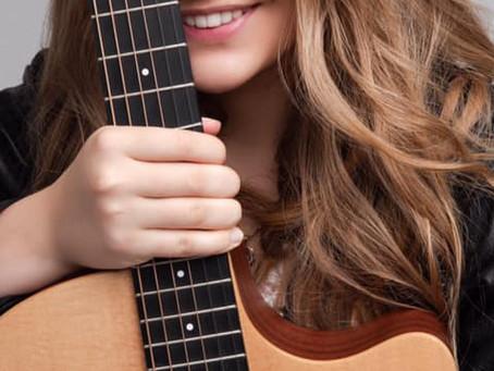 Чому гітаристи завжди відриваються на сцені?
