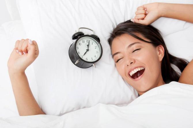 Dicas para conseguir acordar cedo e com disposição na segunda-feira
